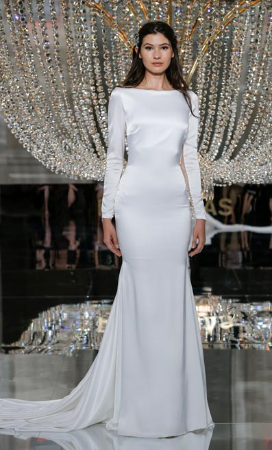 Aparentemente Ahuyentar Torpe  The 2018 Atelier Pronovias Collection on the NYBFW Catwalk - Collections -  Bridal Buyer