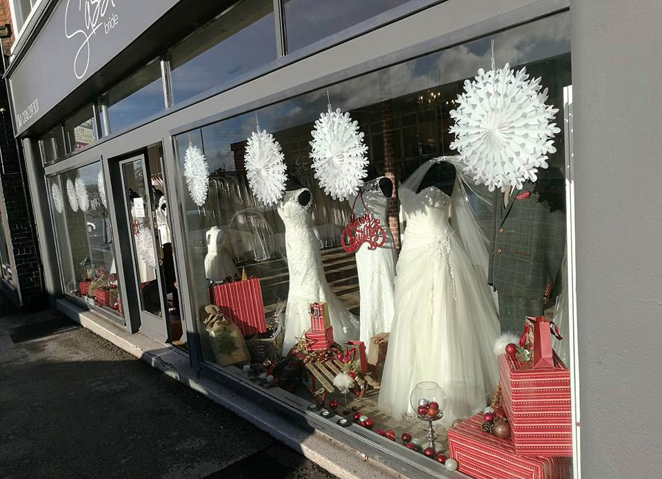 Festive winter display (Window - Sassi Bride Designer Discount Outlet)