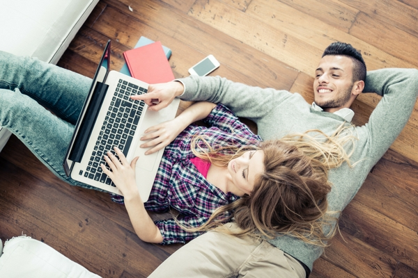 Digital Trends and Wedding Planning: Online vs. Offline